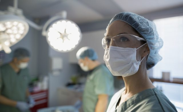 Female surgeon in the OR