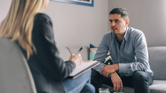 A patient has a one-on-one counselling session.